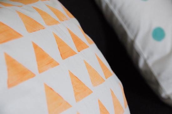 binedoro Blog, DIY, Kissen bedrucken, Stoffdruck, Dreiecke, Punkte