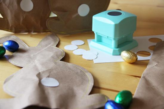 binedoro Blog, Osterhase aus Packpapier, nähen, DIY, Ostern,