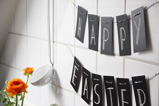 binedoro Blog, DIY, Ostern, Happy Easter, Girlande, Wimpelkette, Tafelfolie, Chulkboard, schwarz-weiß