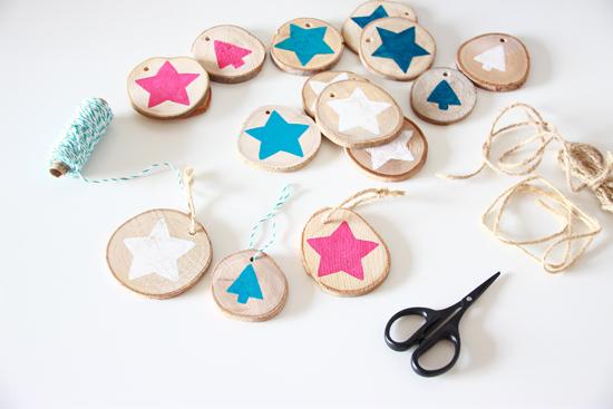 binedoro Blog, DIY, Holzscheiben, bemalen, Acrylfarbe, Geschenkanhänger, Weihnachtsbaum, Dekoration
