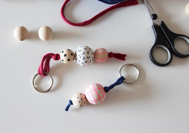 binedoro Blog, DIY, Schlüsselanhänger, Holzkugeln bemalen, Jerseygarn