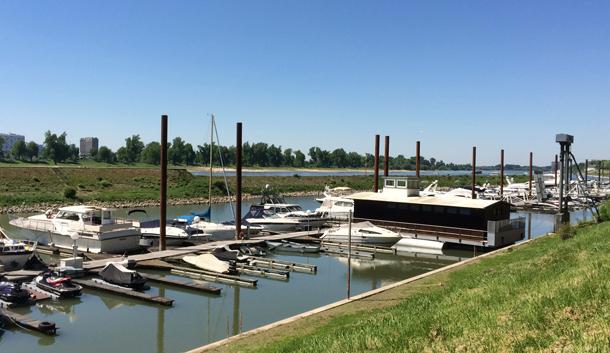binedoro Blog, Motorboot, Hafen, Rhein, Yachthafen, Sportbootführerschein