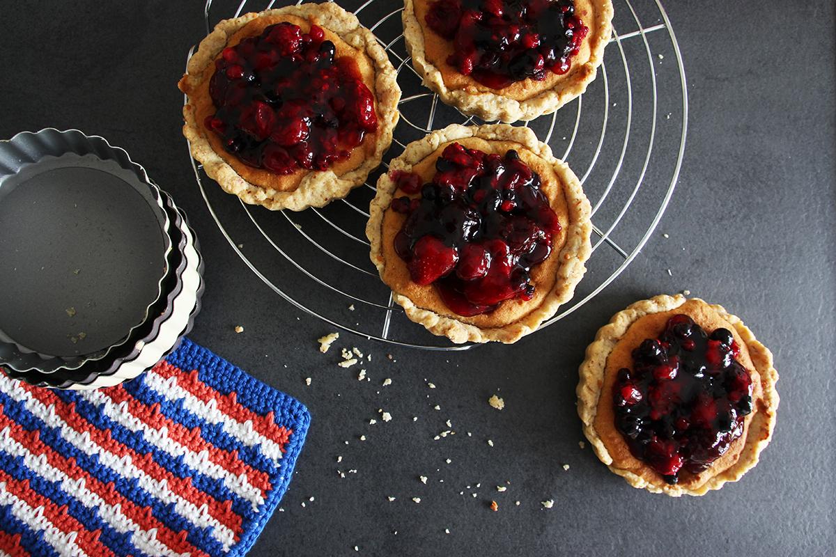 Beeren-Marzipan-Tarte, Tartelettes, Kuchen, backen, Rezept, Tarte, Obst, Marzipan