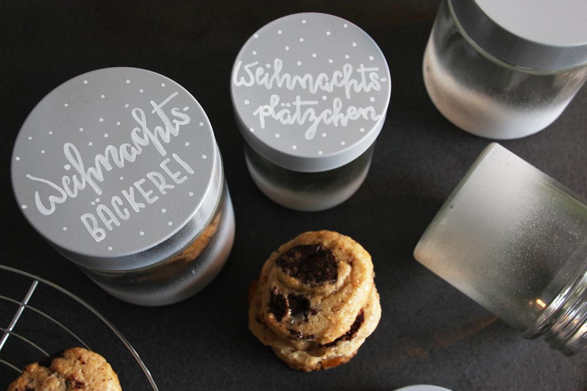 Keksdosen mit weihnachtlichem Lettering DIY binedoro