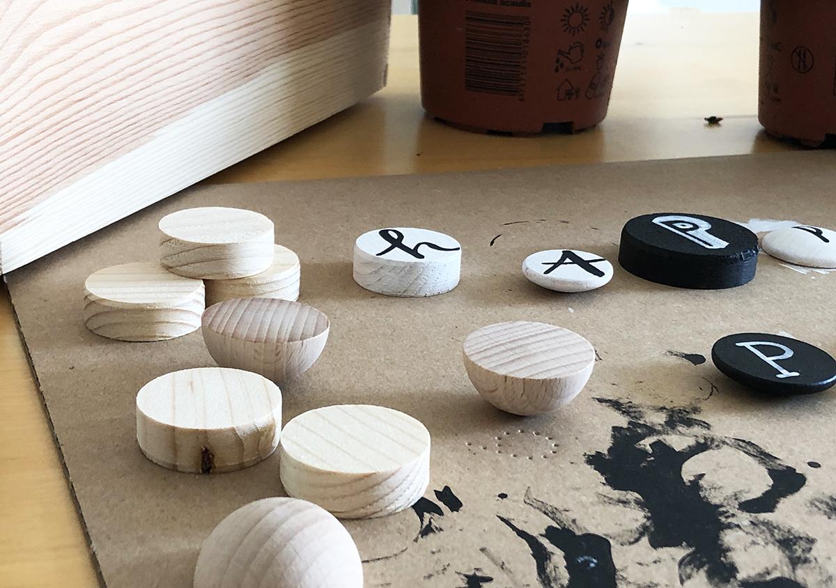 Holzkiste, Lettering, bepflanzen, DIY, Primeln, binedoro